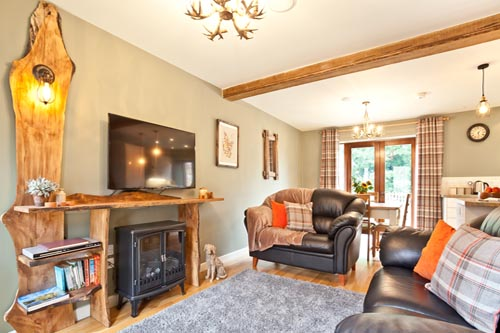 Yan holiday cottage with self-catering holiday accommodation for 4, dog friendly, at Hall Hills with easy access to the Lake District